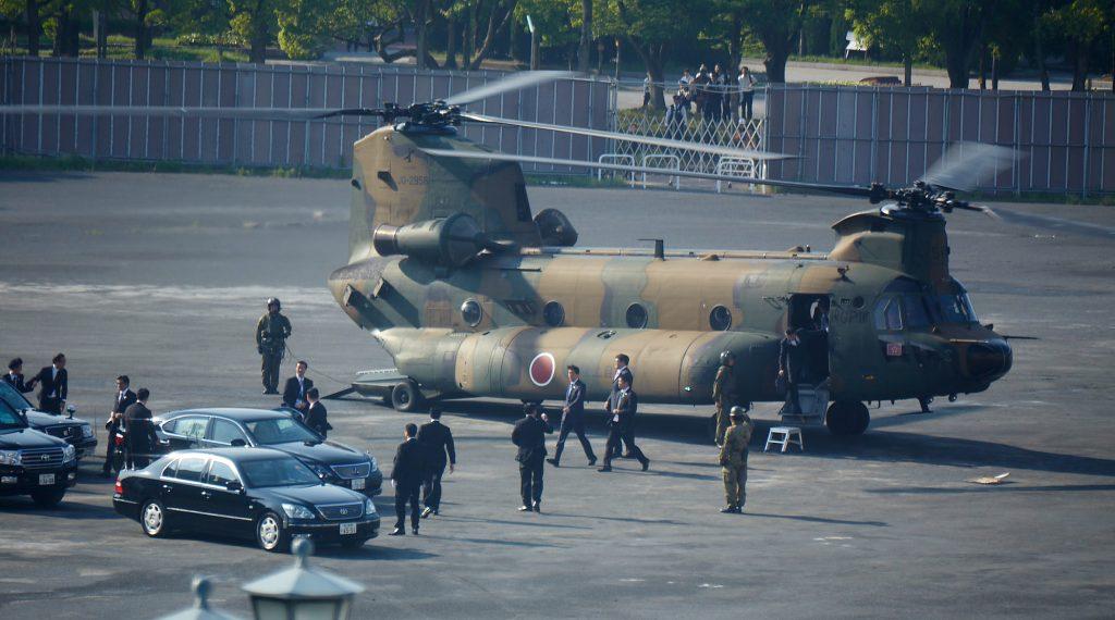 2016-05-27, Hiroshima (Shinzo Abe's military arrival)
